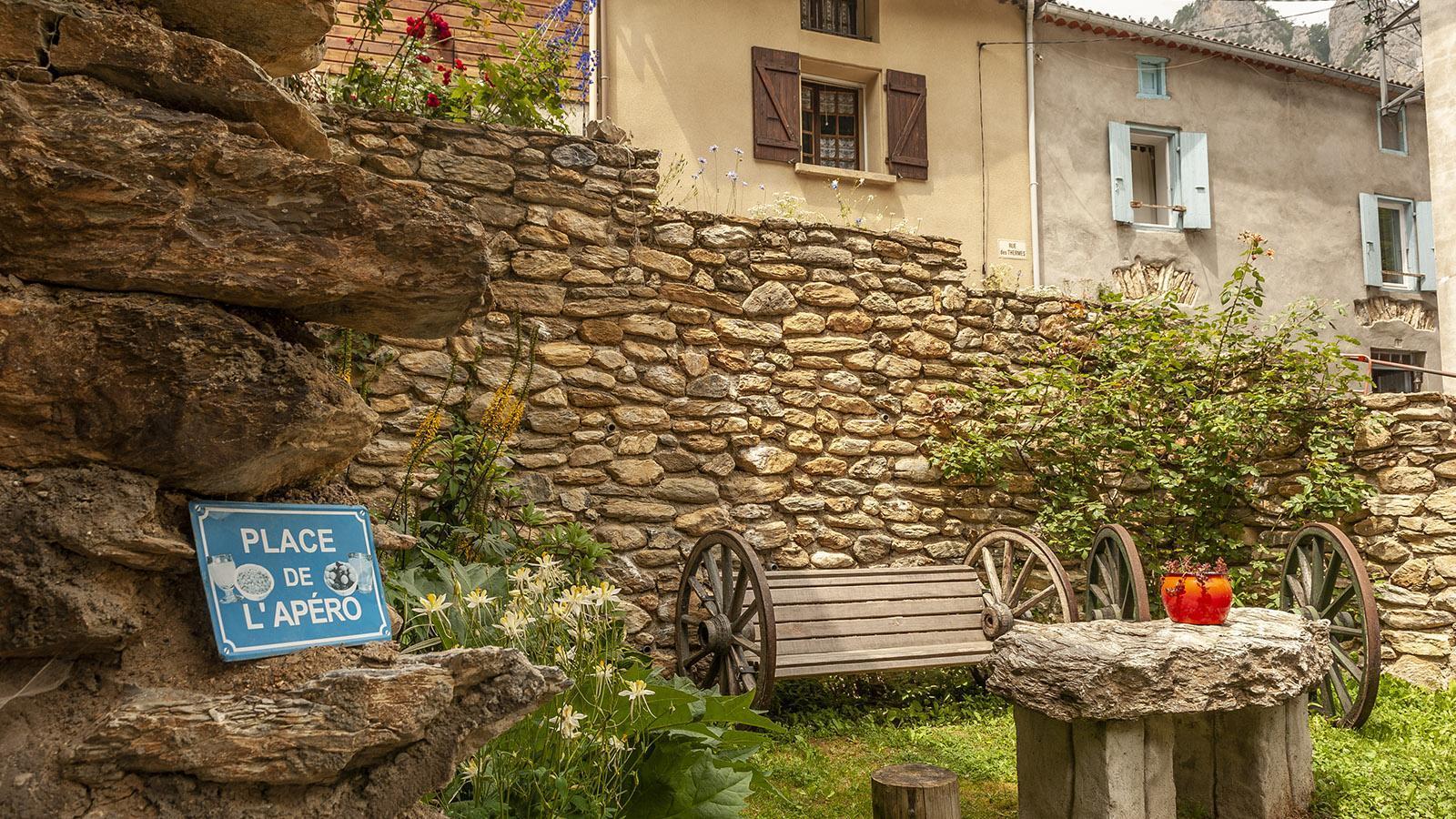 La Fajolle: der Platz für den Apero. Foto: Hilke Maunder