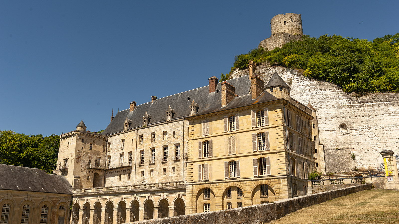 La Roche-Guyon: Bergfried und Renaissance-Schloss. Foto: Hilke Maunder