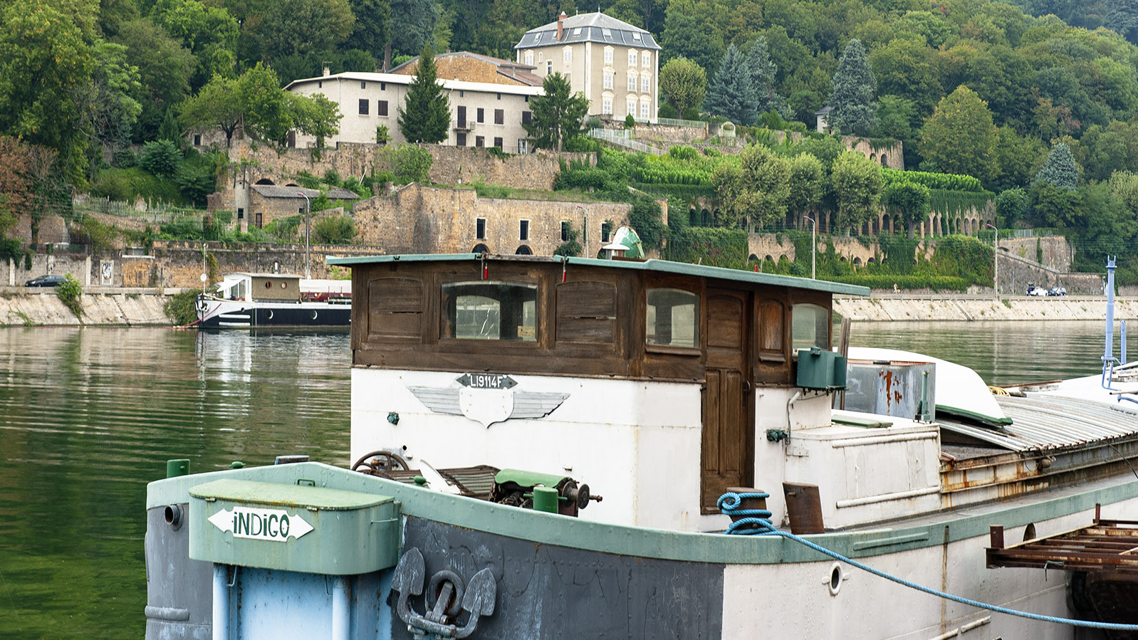 Lyon: Hausboot am Saône-Ufer von La Confluence. Foto: Hilke Maunder