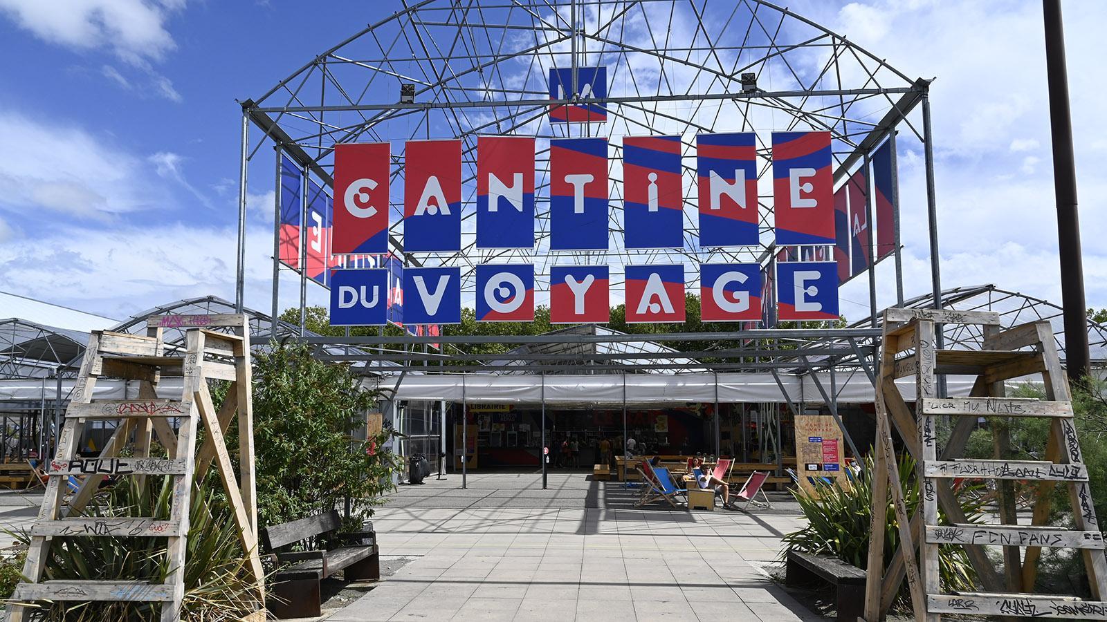 La Cantine du Voyage - das große Freiluftlokal samt Bar und benachbartem Biogarten. Foto: Hilke Maunder