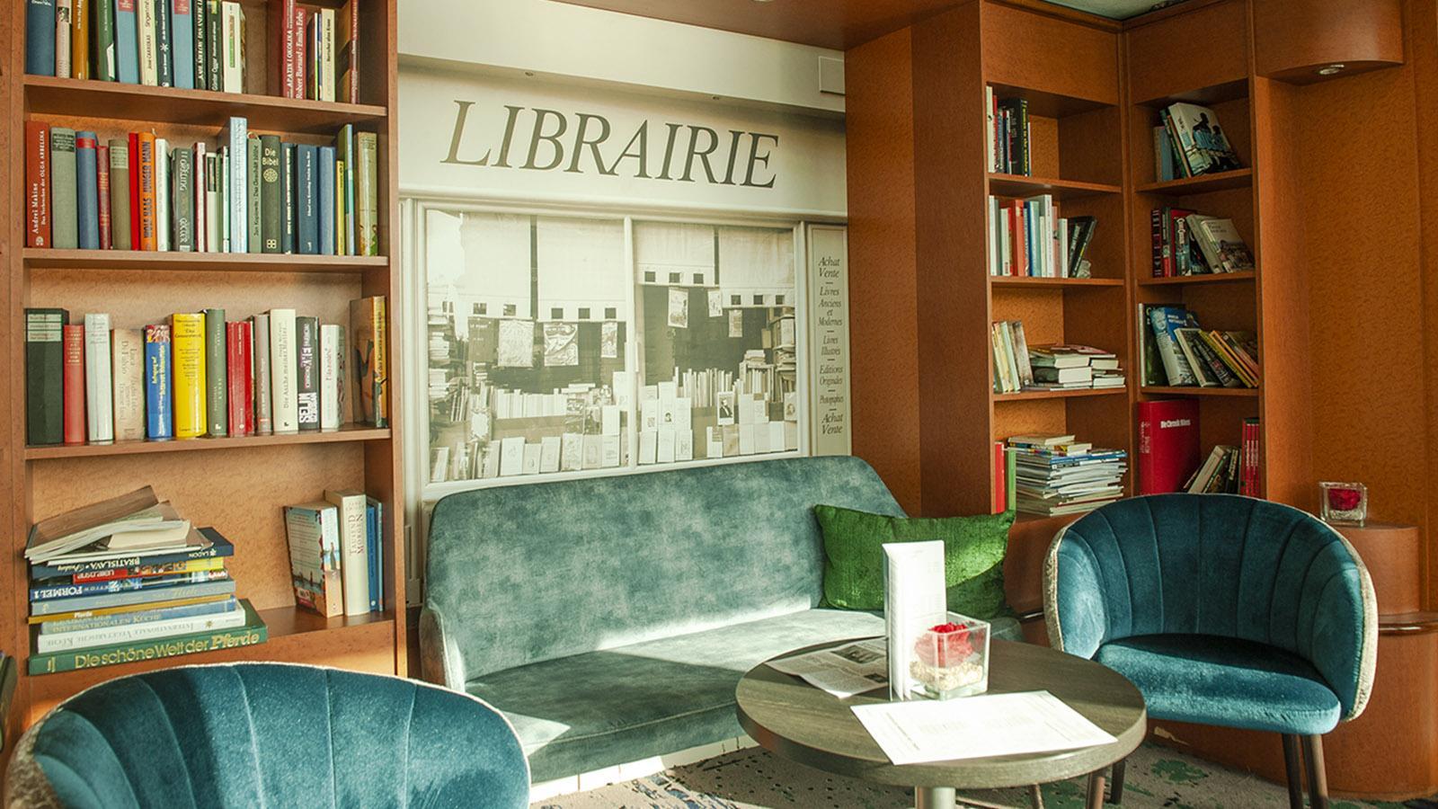 Seine Comtesse: die kleine Bibliothek zwischen Foyer und Salon. Foto: Hilke Maunder