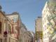 """Rue du Retrait: """"Arbres dans la ville"""" von S. Carloni und J. Rosseti (links), rechts: Sur son Arbre Perchée"""" von Anis (Sept. 2017). Foto: Hilke Maunder"""