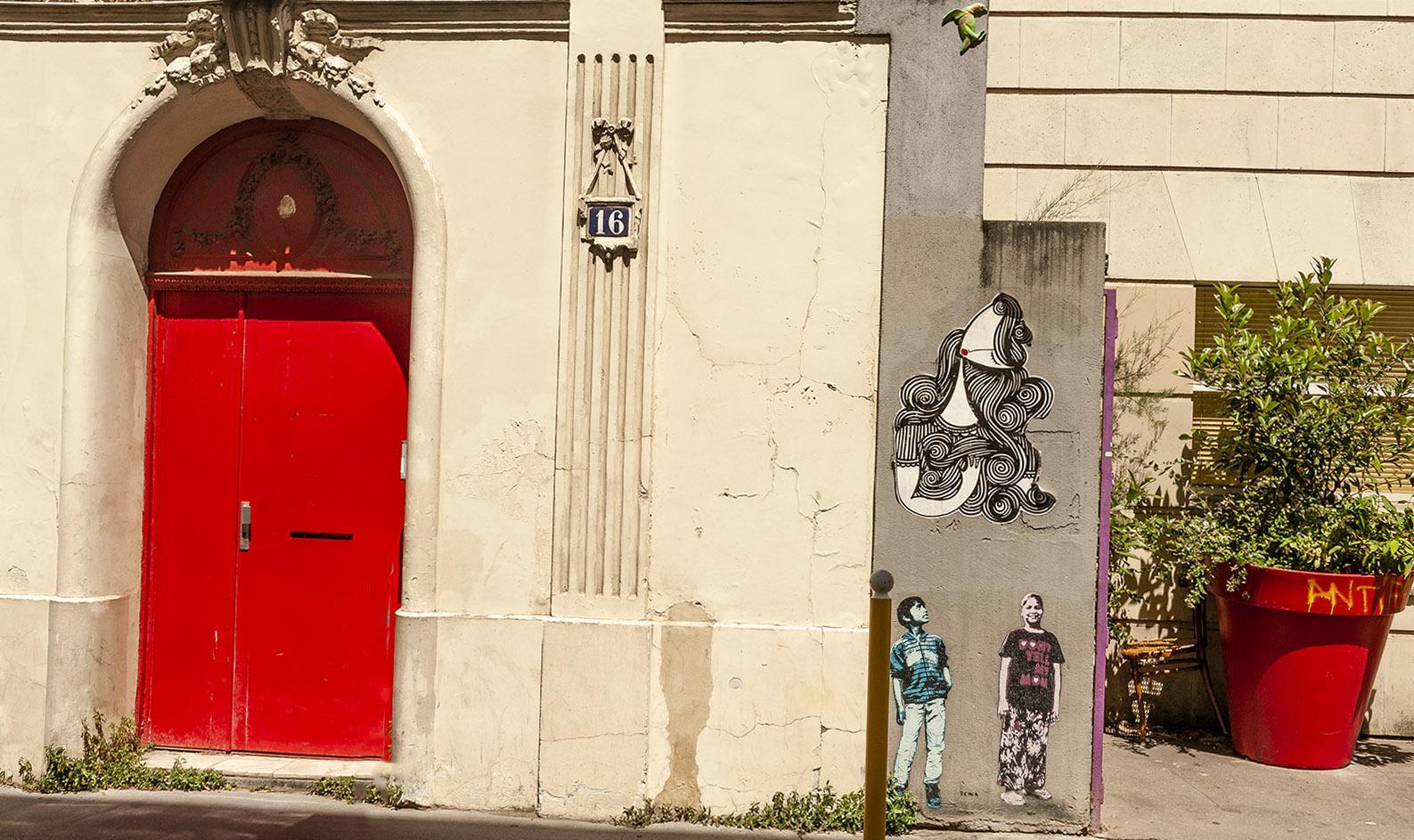 Rue du Retrait: Fassadenkunst? Geht auch in klein!
