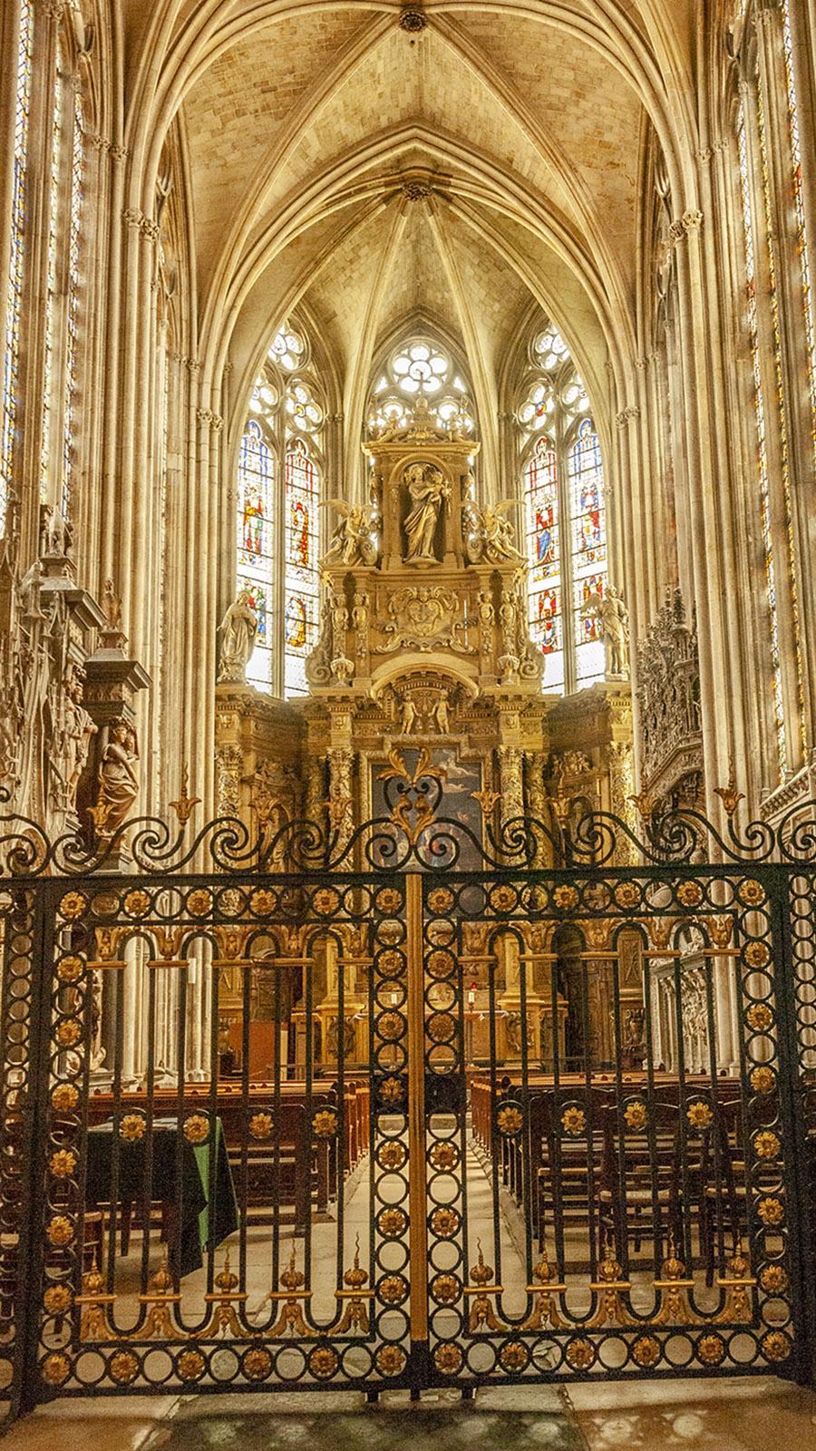 Rouen: Altar der Kathedrale. Foto: Hilke Maunder