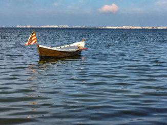 Katalanisches Fischerboot in der Lagune desDes Étang de Salses-Leucate
