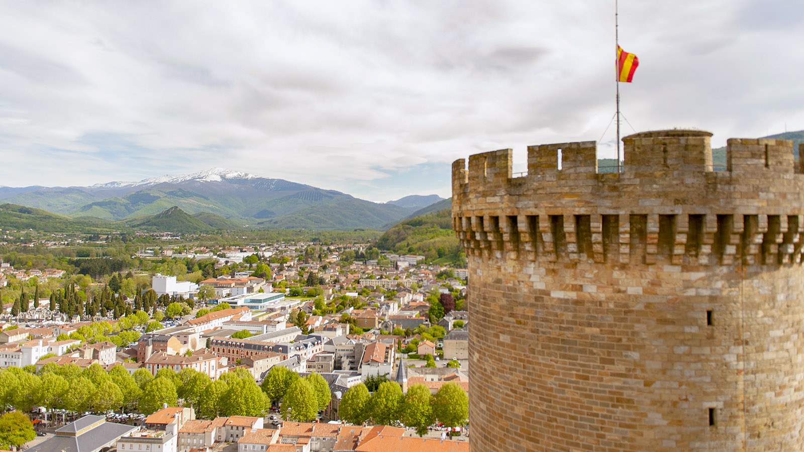 Foix: Blick von der Burg auf Foix. Foto: Hilke Maunder