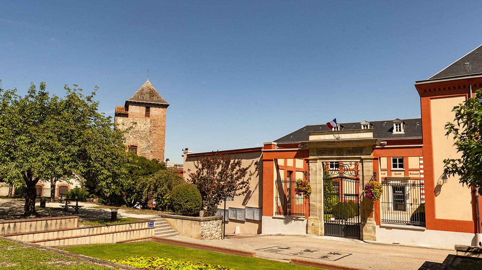 Pamiers. Blick vom Park an der Kathdrale auf das Th´âtre de la Verdure und die Mairie. Foto; Hilke Maunder