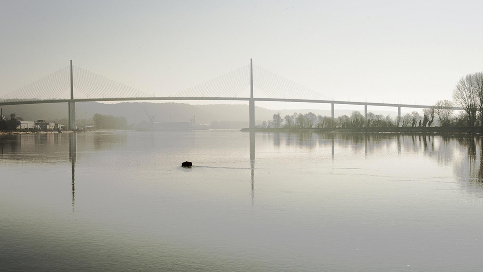 Pont de Brotonne: MS Seine Comtesse passt lässig hindurch - nicht so bei den Pariser Brücken. Foto: Hilke Maunder