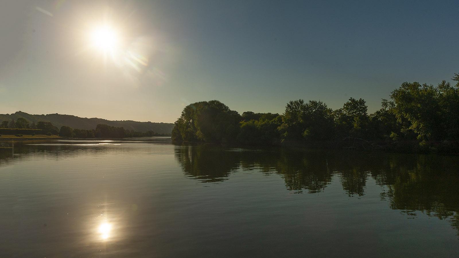 Seine-Comtesse-Törn: Die Seine zwischen Orival und Rouen am frühen Abend. Foto: Hilke Maunder