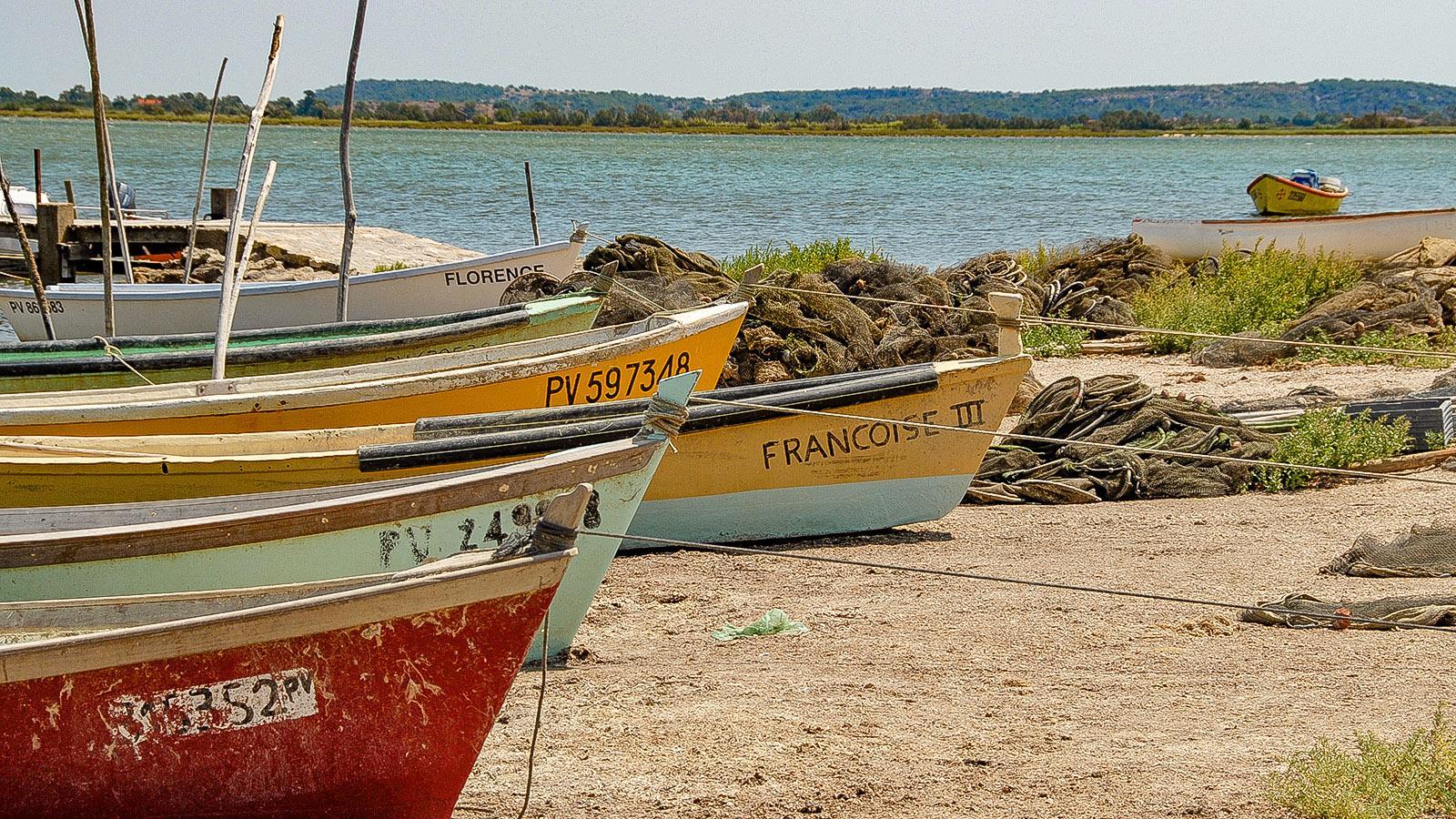Lagunenseen. Fischerboote am Étang de Bages. Foto: Hilke Maunder