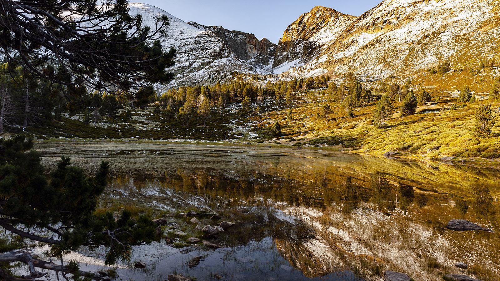 Canigó: der vom Schnee entstandene See bei Les Cortalets. Foto: Hilke Maunder