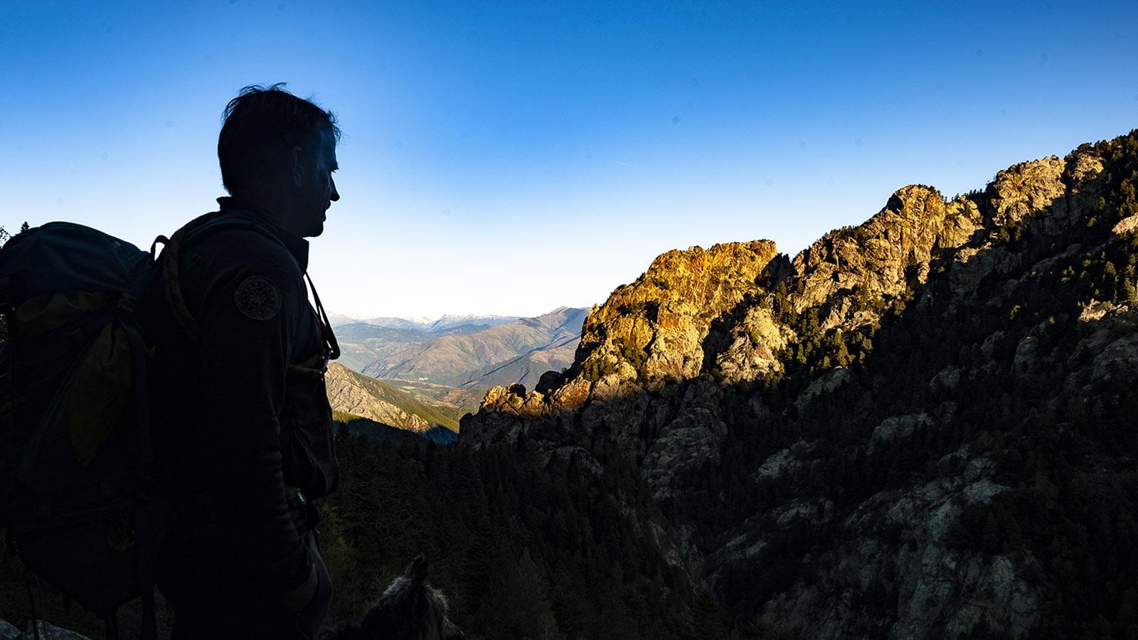 Canigo: Sonnenaufgang über den Felsspitzen von Marialles. Foto: Hilke Maunder