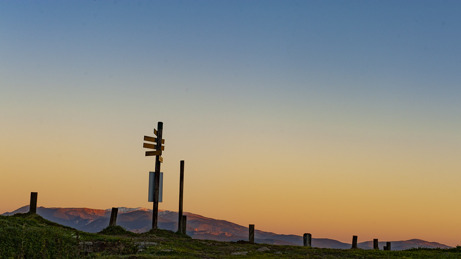 Canigo: Sonnenaufgang beim Wanderparkplatz Marialles. Foto: Hilke Maunder