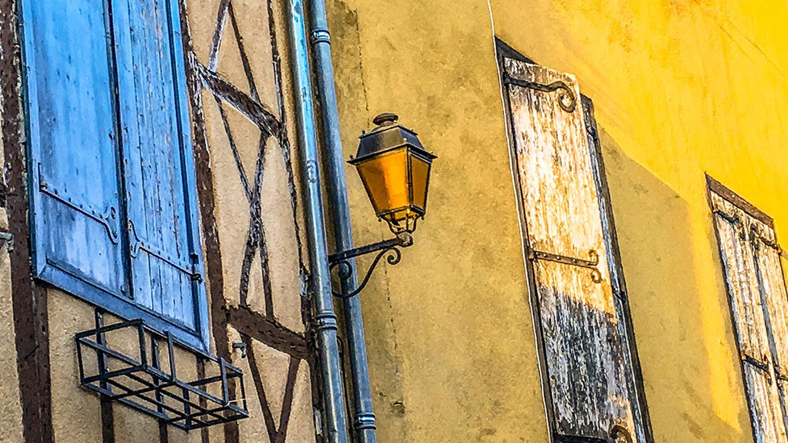 Chalabre: Fassaden im Herzen der alten Bastide. Foto: Hilke Maunder