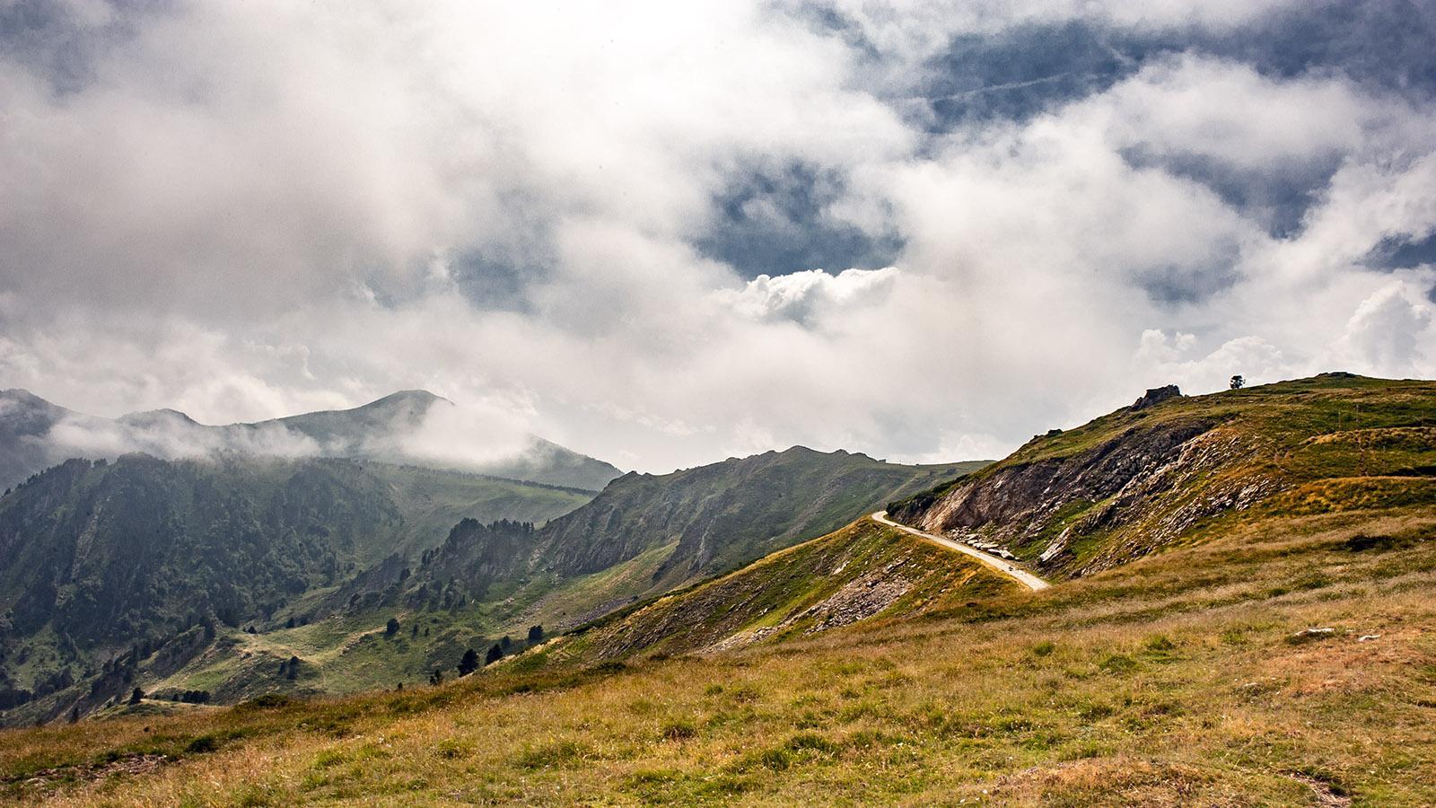 Col de Pailheres: Blick hinab auf Mijanès. Foto: Hilke Maunder