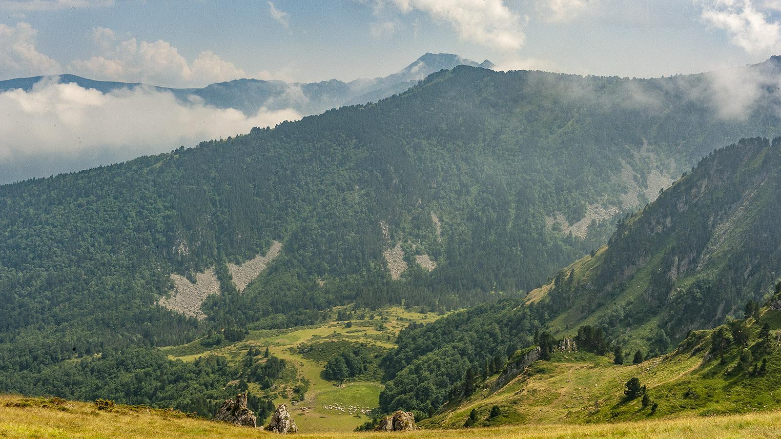 Col de Pailheres: Blick auf Mijanès. Foto: Hilke Maunder