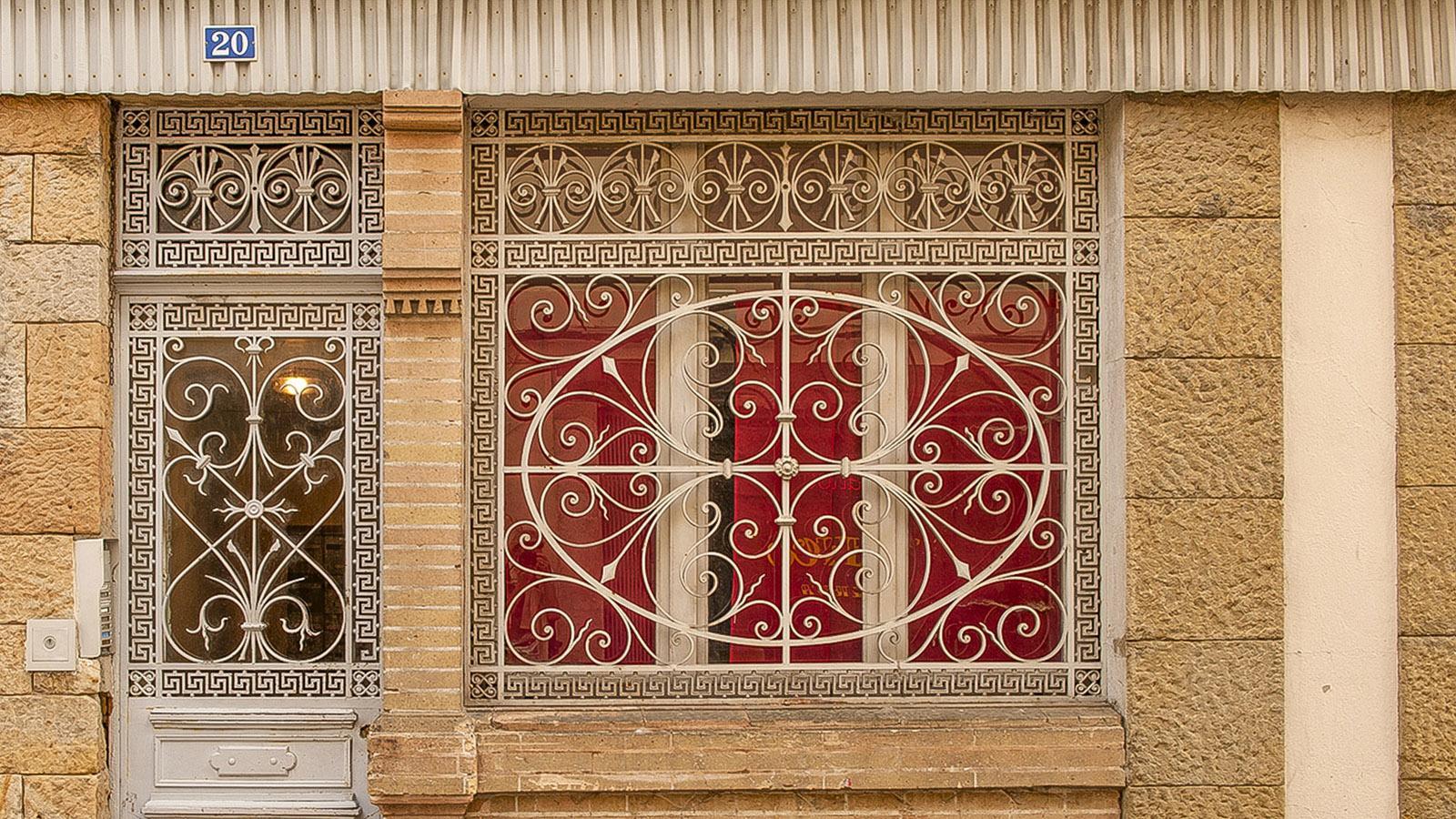 Foix: Fensterdetail in der Altstadt. Foto: Hilke Maunder