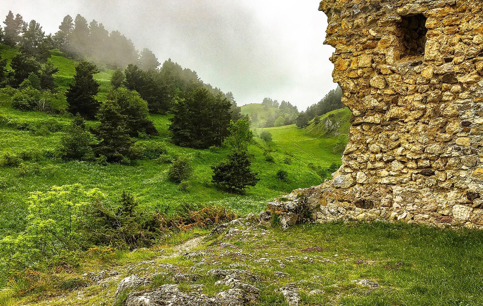 Montaillou: die Burgruine Foto: Hilke Maunder