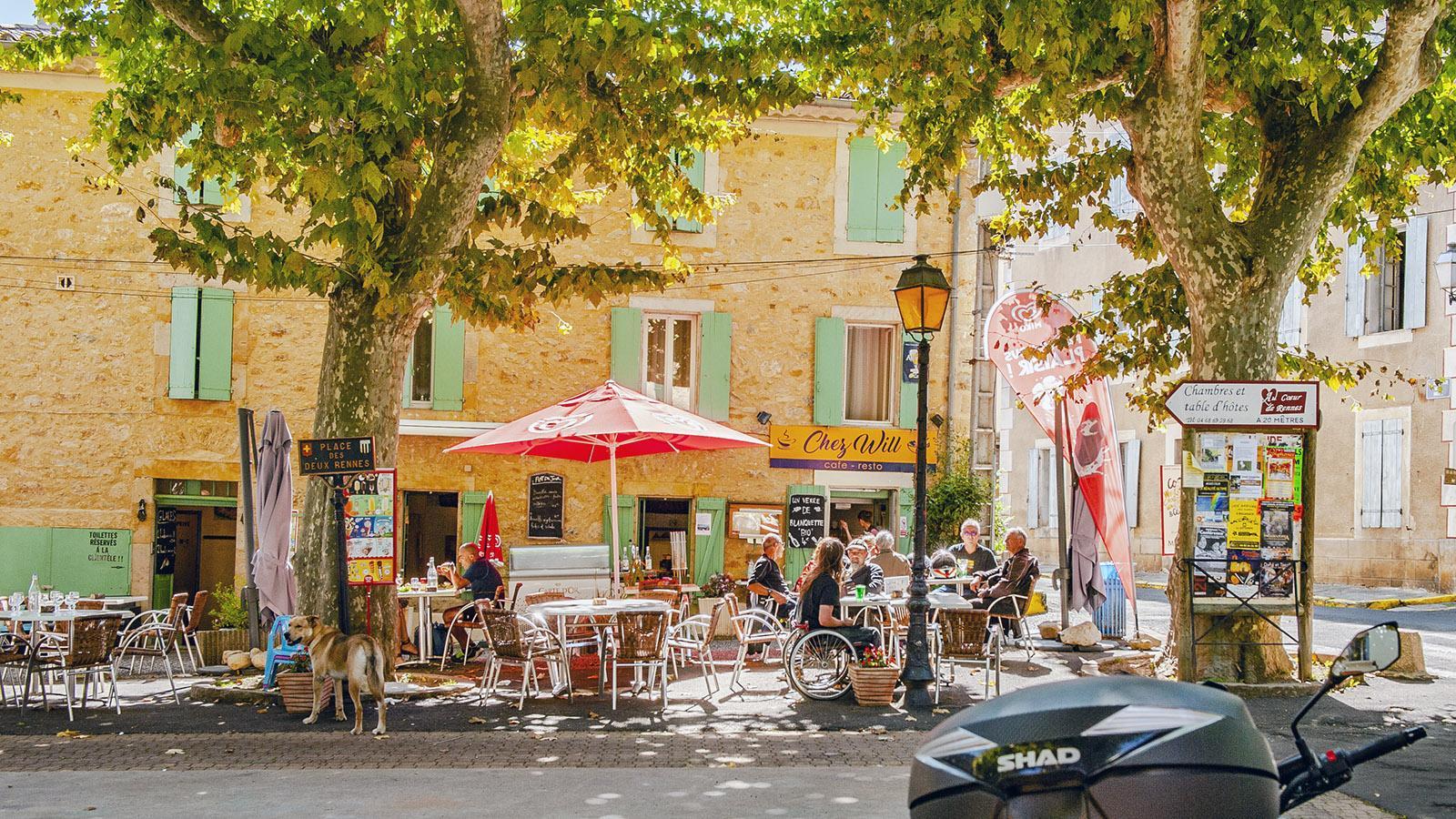 Rennes-les-Thermes: die Place des 2 Rennes. Foto: Hilke Maunder