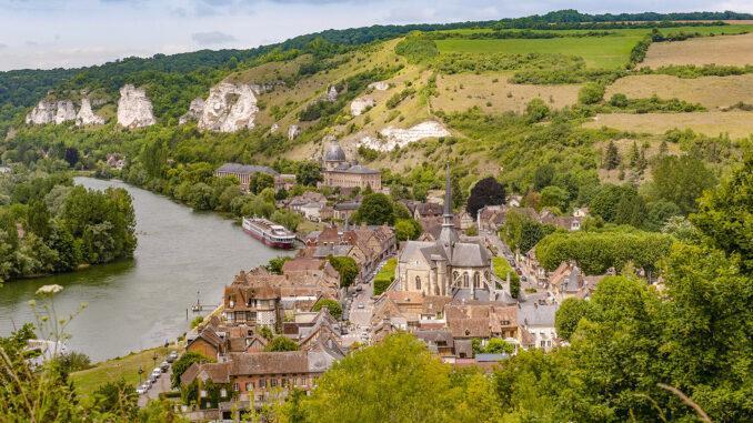 Blick auf Les Andelys vom Château Gaillard. Foto: Hilke Maunder