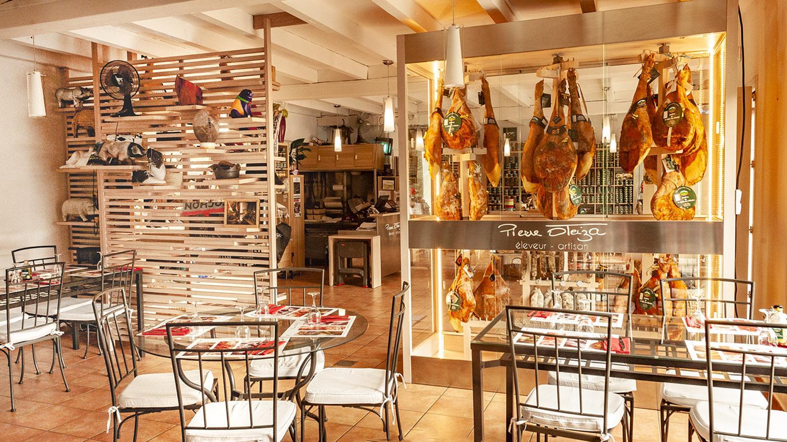 Schlemmerparadies rund ums Kintoa-Schwein und von lokalen Erzeuger: die Boutique von Pierre Oteiza. Foto: Hilke Maunder