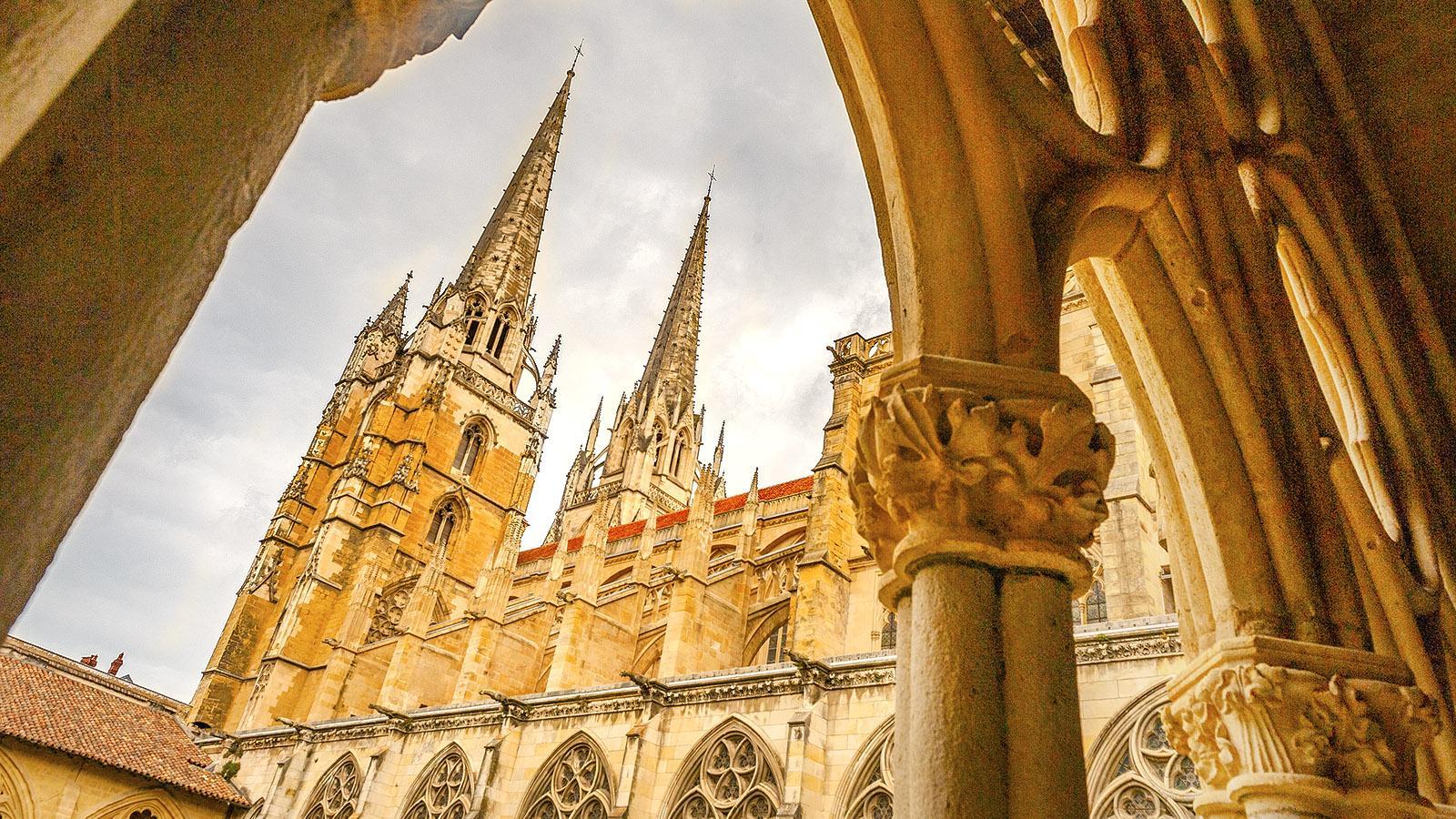 Die Kathedraole von Bayonne, gesehen vom großen Kreuzgang. Foto: Hilke Maunder