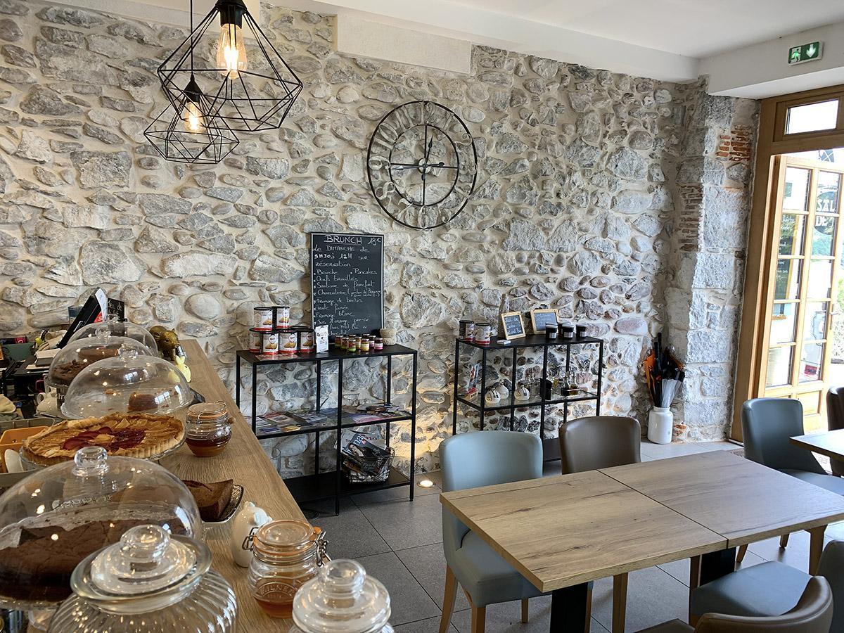Gâteau Basque. Salon Cyrano - das wohl schönste Café von Cambo-les-Bains. Foto: Hilke Maunder