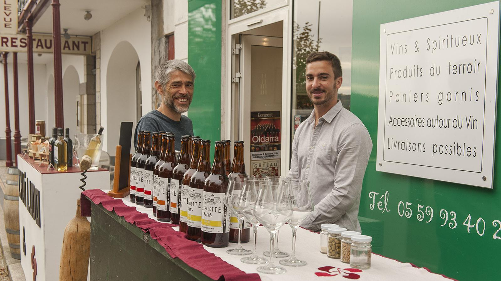Weine der Region und lokales Craft Bier sind auch beim Produzentenmarkt der Fête du Gâteau Basque vertreten. Foto: Hilke Maunder