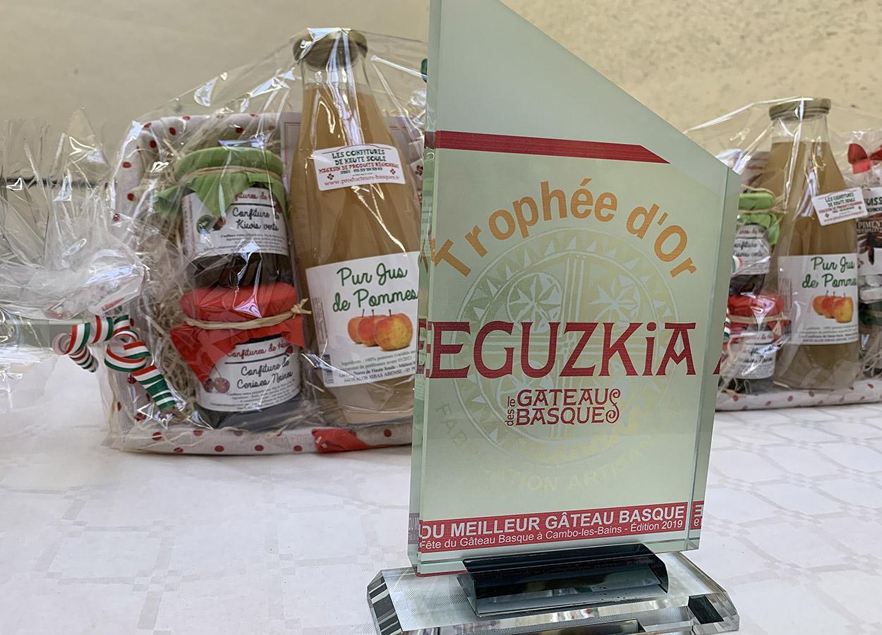 Gâteau-Basque-Wettbewerb: der Hauptgewinn. Foto: Hilke Maunder
