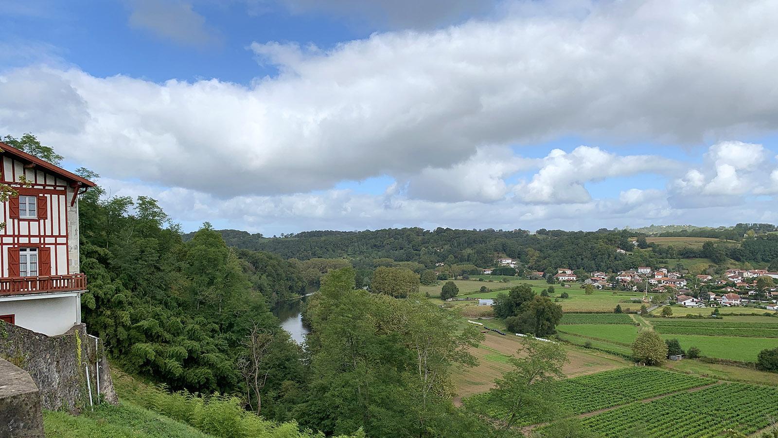 Fête du Gâteau Basque: lick auf das Tal der Nive und Bas-Cambo mit seinen Piment-Feldern. Foto: Hilke Maunder