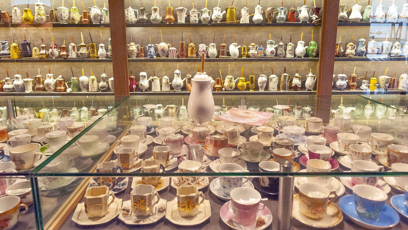 Schokolade: die Tassen- und Kännchensammlung von Puyodebat. Foto: Hilke Maunder