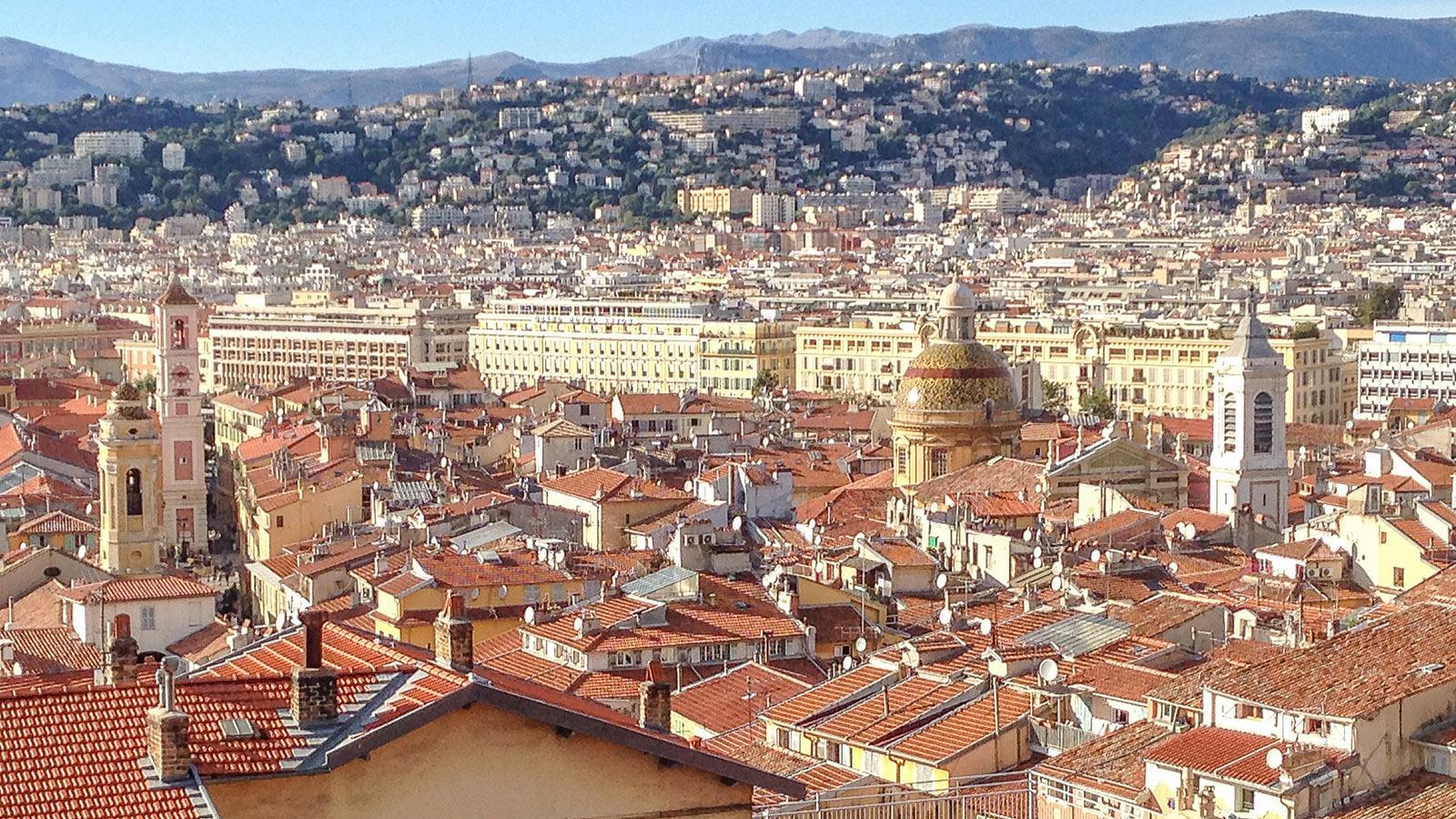 Blick auf die Altstadt von Nizza von der Dachterrasse des MAMAC. Foto: Hilke Maunder