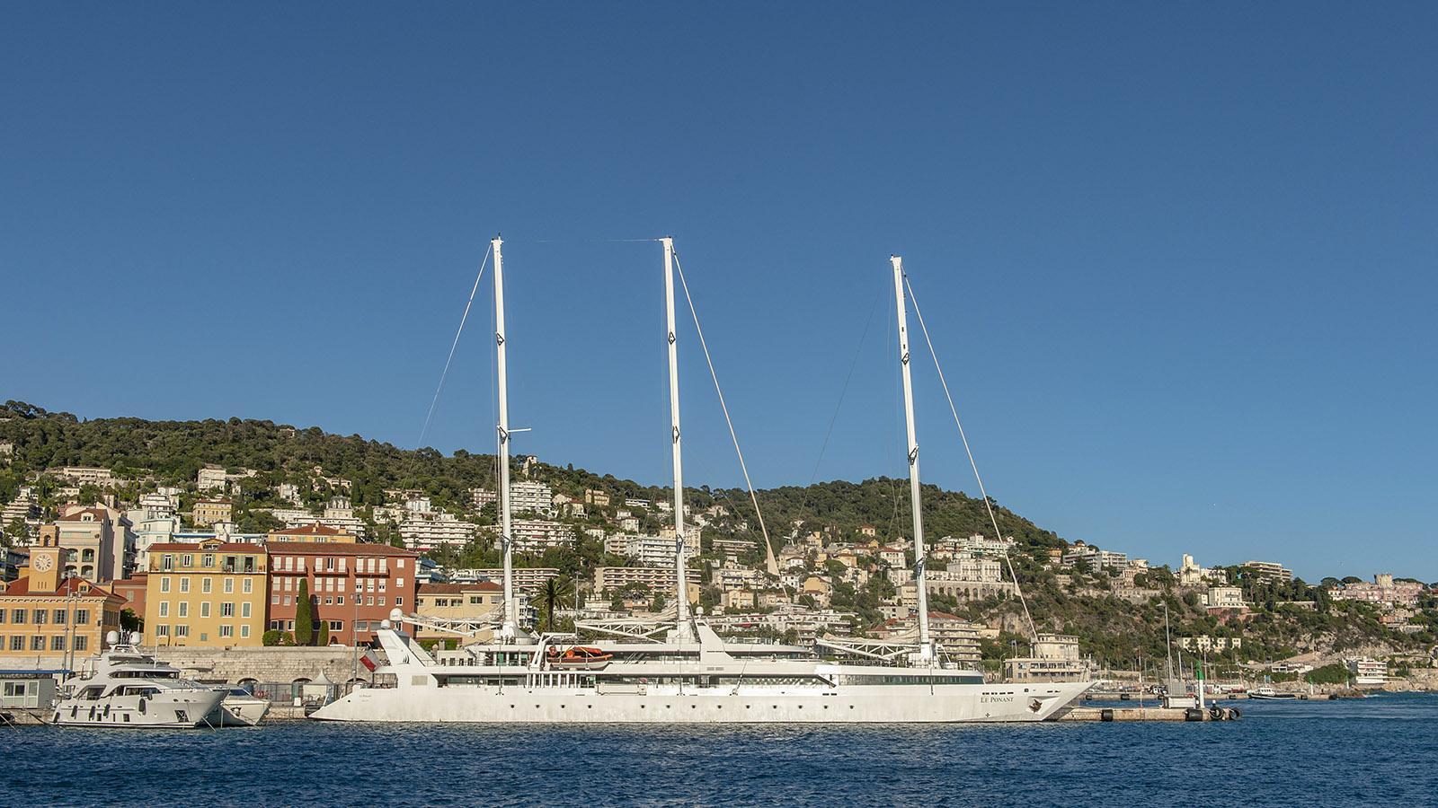 Auch Großsegler machen im Hafen von Nizza fest. Foto: Hilke Maunder