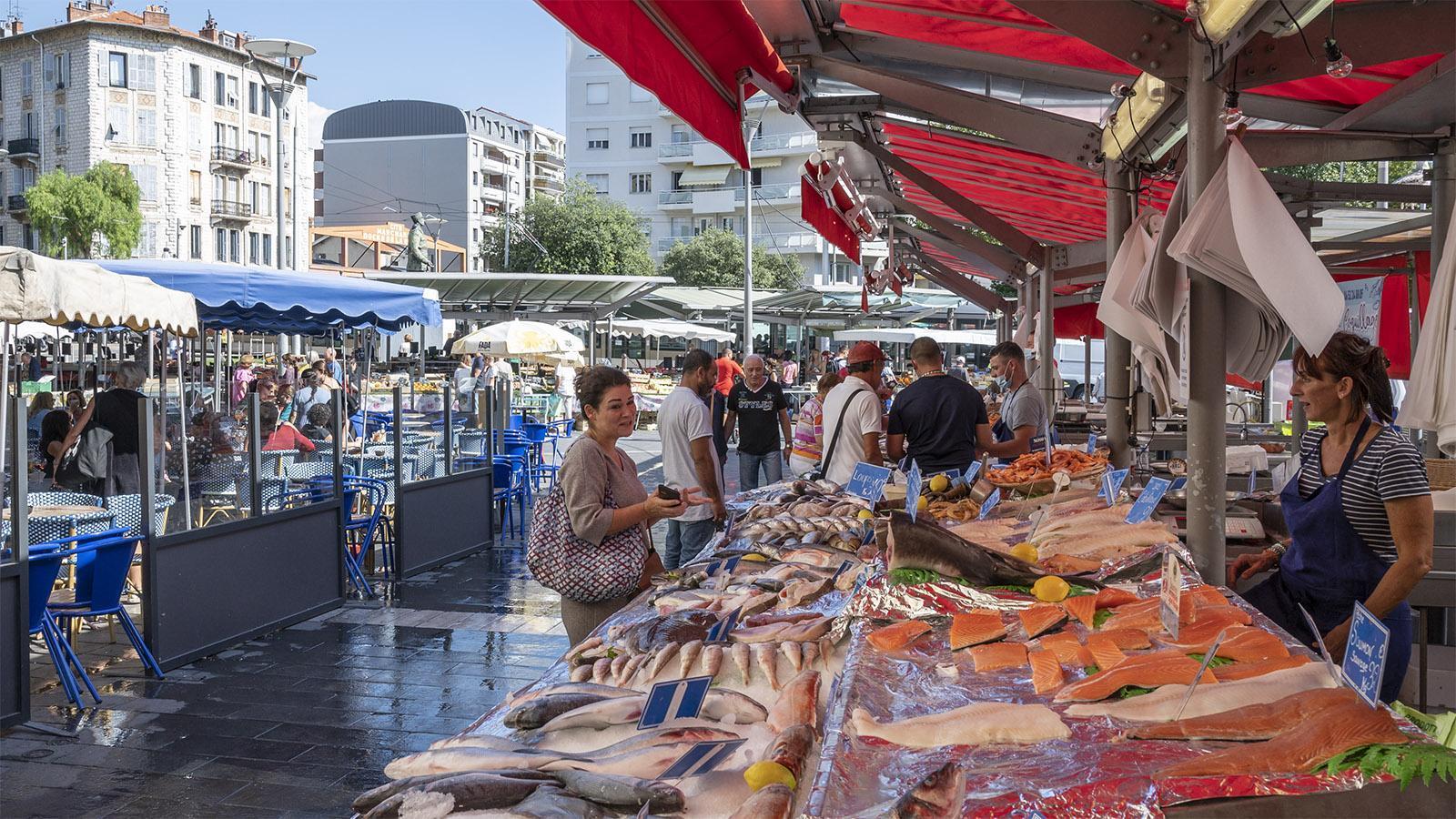 Der Wochenmarkt an der Place Général de Gaulle. Foto: Hilke Maunder