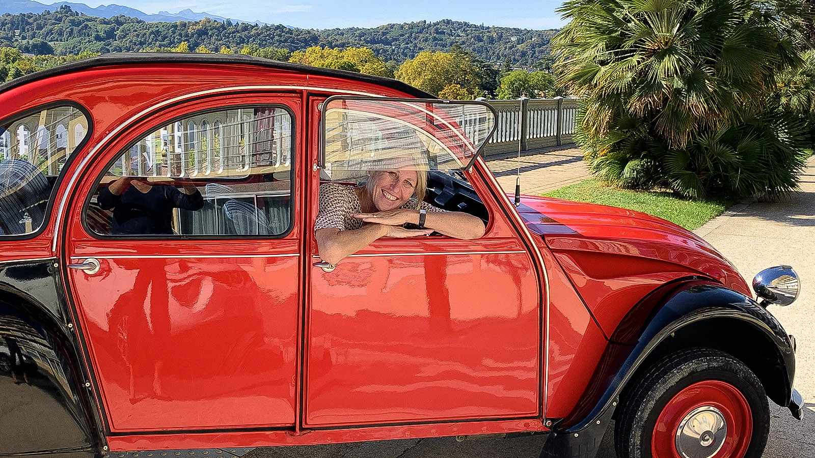 Pau: on tour im 2 CV.
