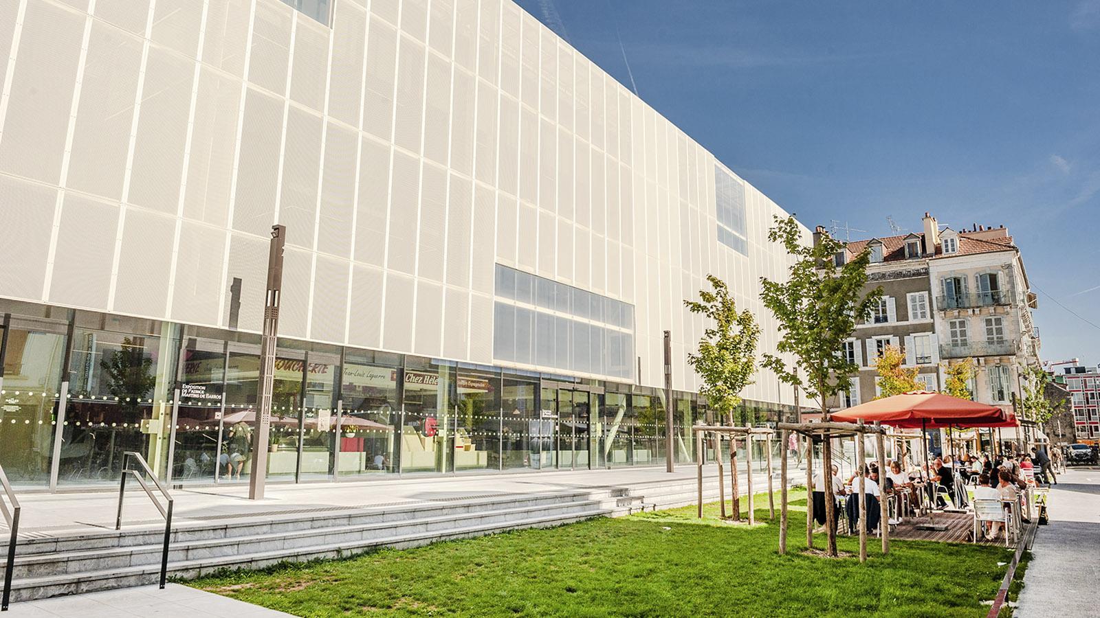 Die moderne Markthalle von Pau. Foto: Hilke Maunder