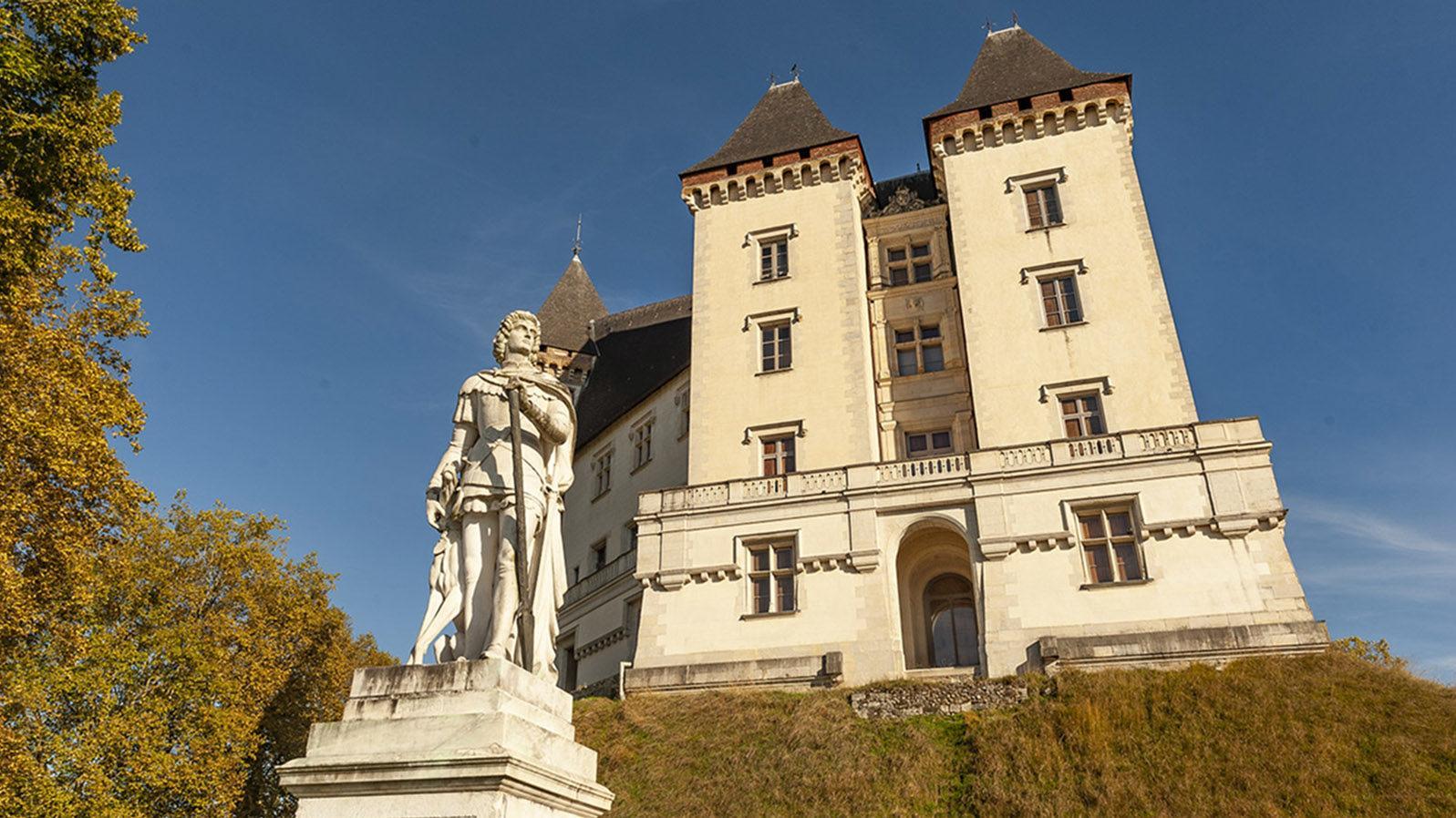 Pau: Gaston Phoebus vor dem Schloss. Foto: Hilke Maunder