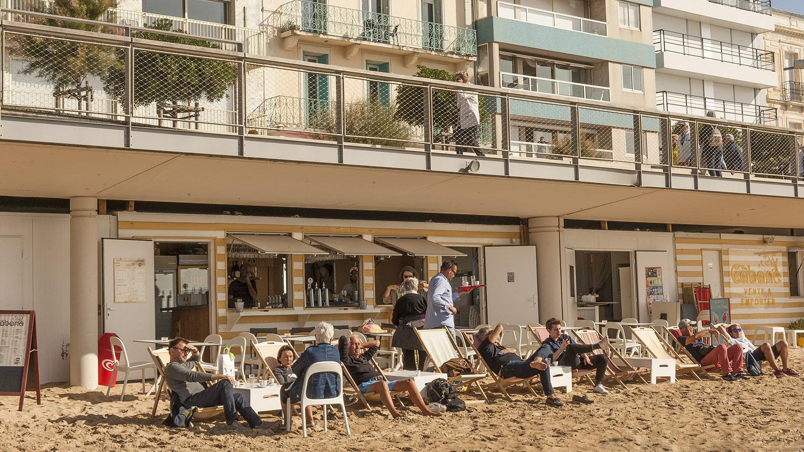 Les Sables d'Olonne: eine der vielen Strandbars an der Grande Plage. Foto: Hilke Maunder