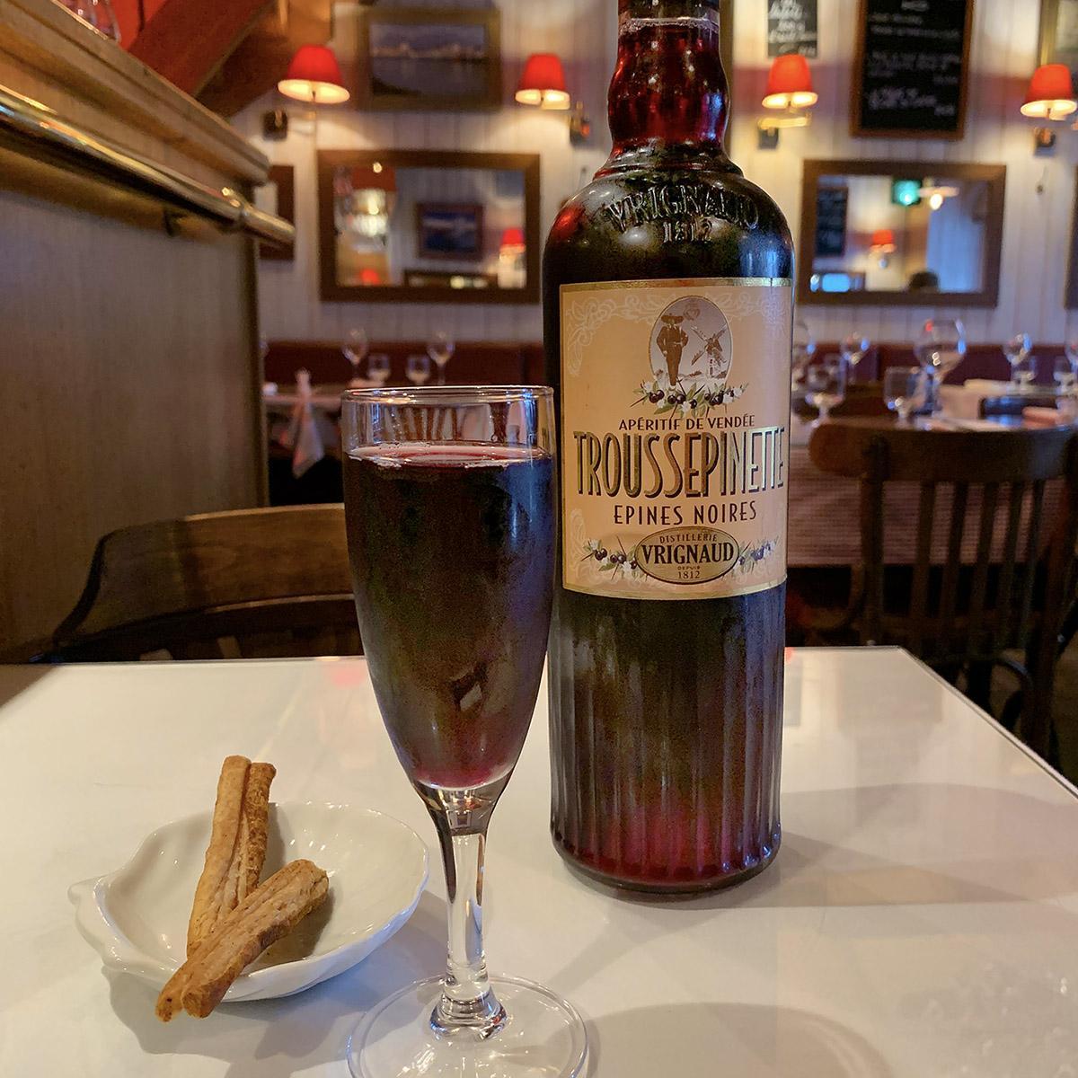 Sardine. Trouspinette heißt der Aperitif der Vendée. Er schmeckt wie Portwein mit Früchten und Gewürzen. Foto: Hilke Maunder