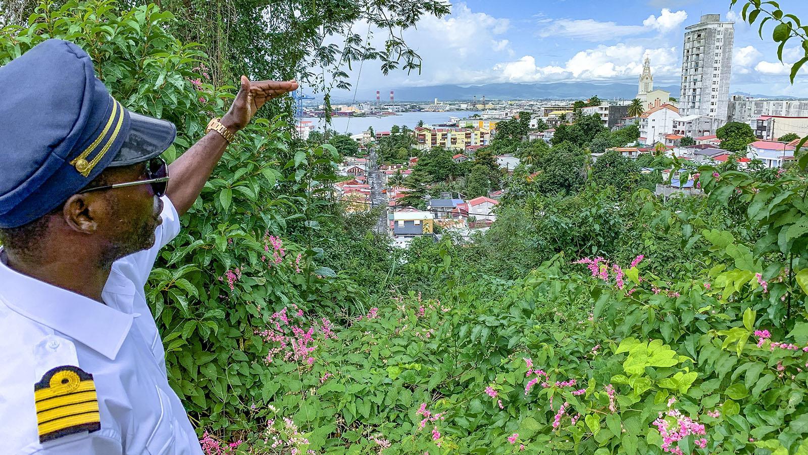 Guadeloupe: Den schönsten Blick auf Pointe-à-Pitre habt ihr von der Poliklinik. Foto: Hilke Maunder