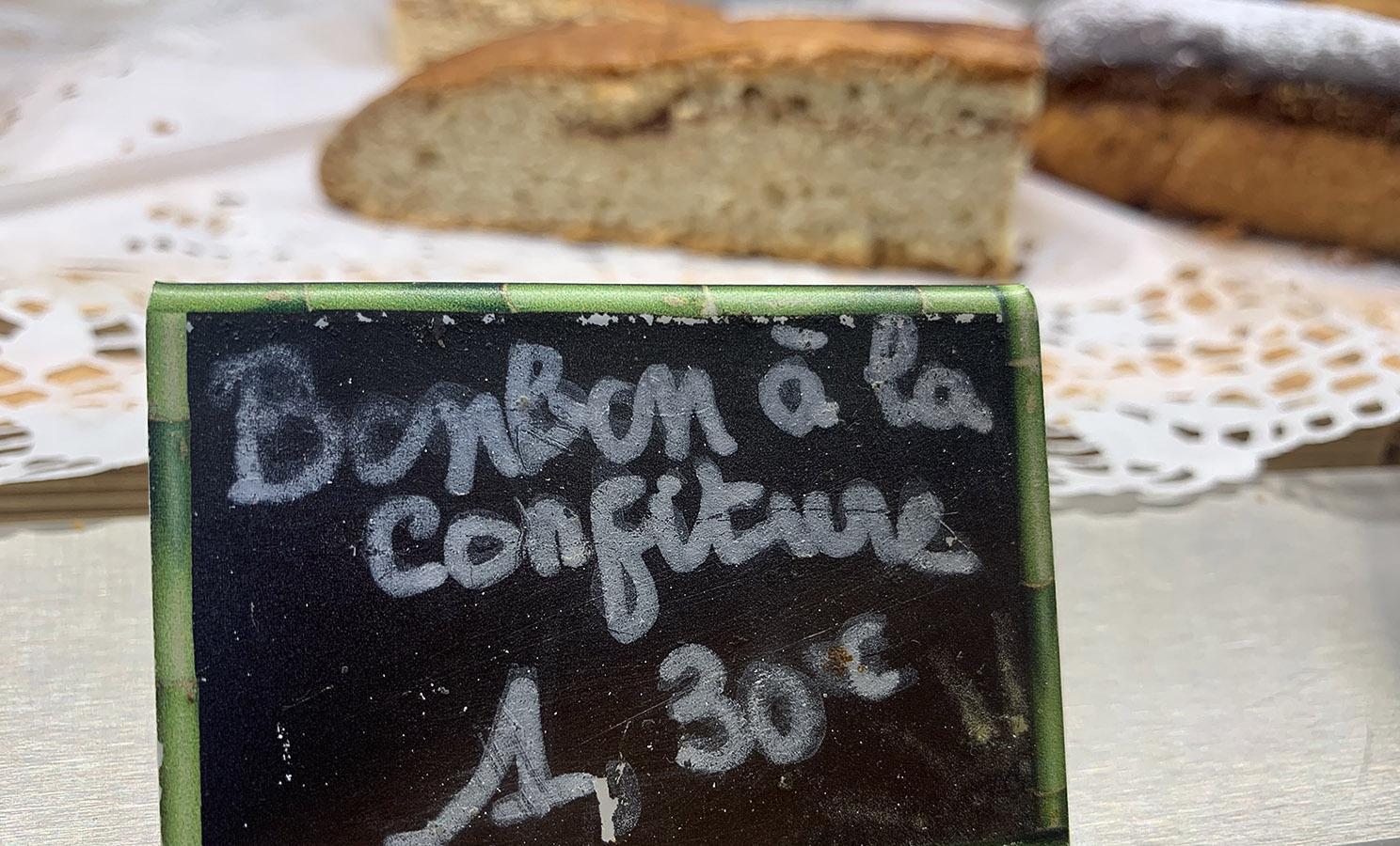 """Marie-Galante: """"Bonbons"""" sind keine Lutscher, sondern Blechkuchen. Foto: Hilke Maunder"""