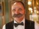 Charmant mit Schnauzer: der Ober einer Brasserie. Foto: Hilke Maunder
