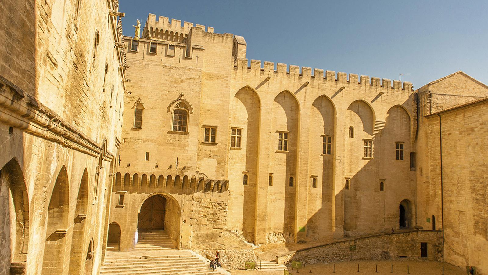 Im Innern des Papstpalastes von Avignon. Foto: Hilke Maunder