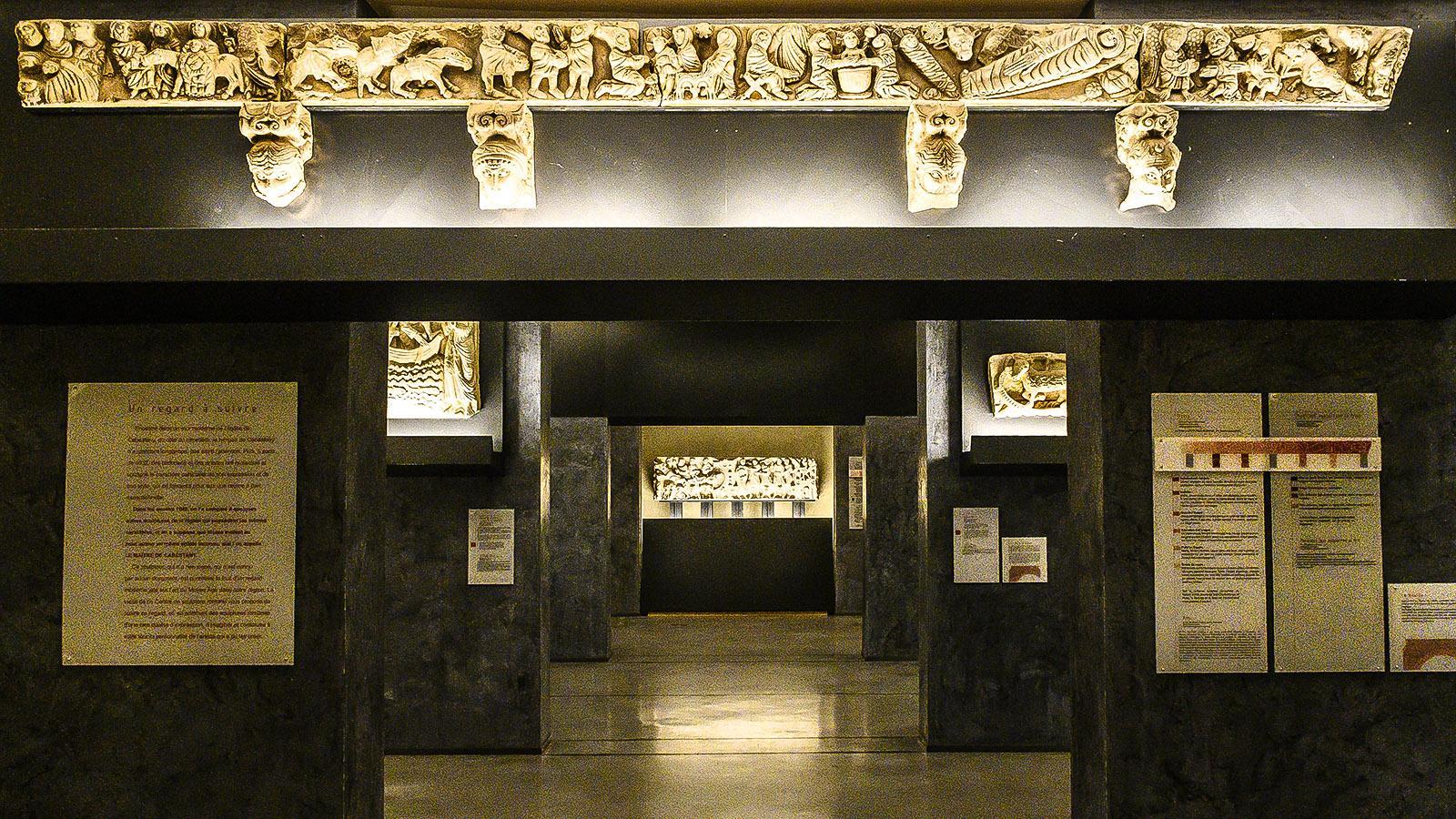 Le Maître de Cabestany: Geschickt setzt die Lichtführung Details der Skulpturen in Szene. Foto: Hilke Maunder