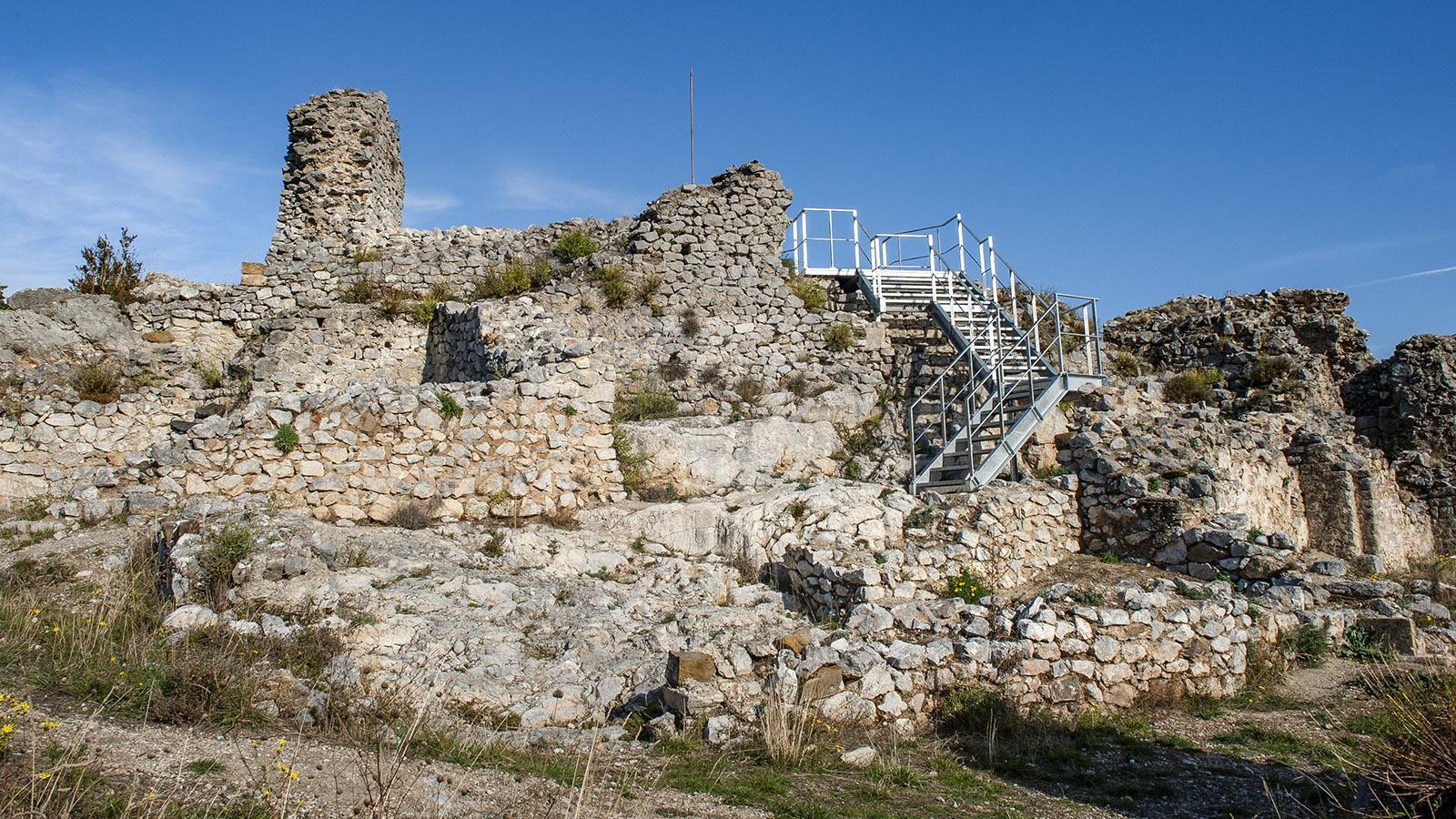 Gorges Saint-Jaume: Sehenswert vor oder nach der Wanderung - die Burg von Fenouillet. Foto: Hilke Maunder