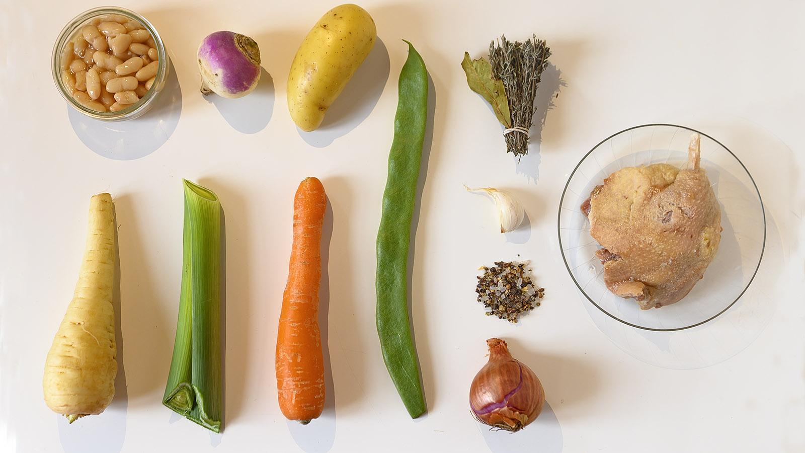 Garbure: die Grundzutaten der Gemüsesuppe. Foto: Hilke Maunder