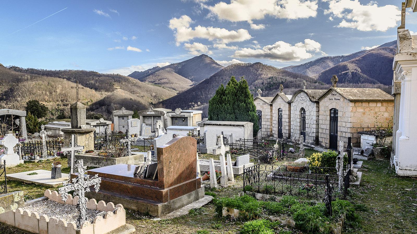 Serralongue: Église Sainte-Marie, der Friedhof. Foto: Hilke Maunder
