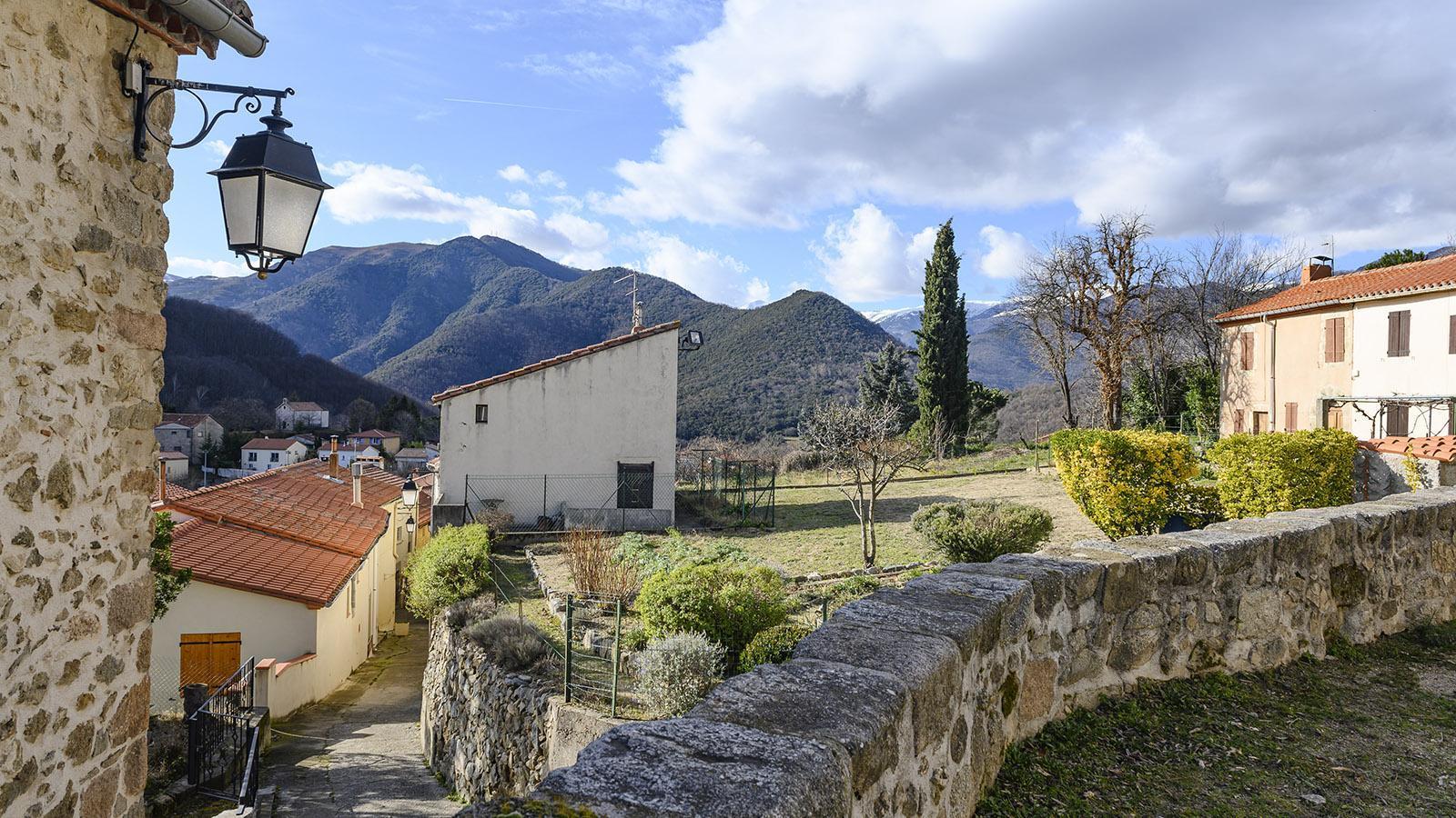 Conjugar de Serralongue. Blick auf das Pyrenäendorf von der Kirche Sainte-Marie. Foto: Hilke Maunder