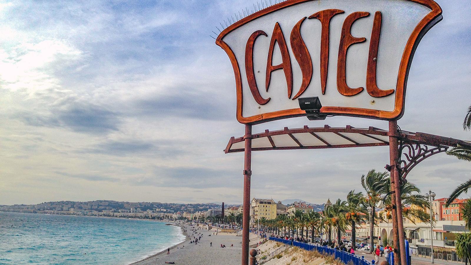 Das Castel - ein Klassiker unter den Strandlokalen von Nizza. Foto: Hilke Maunder
