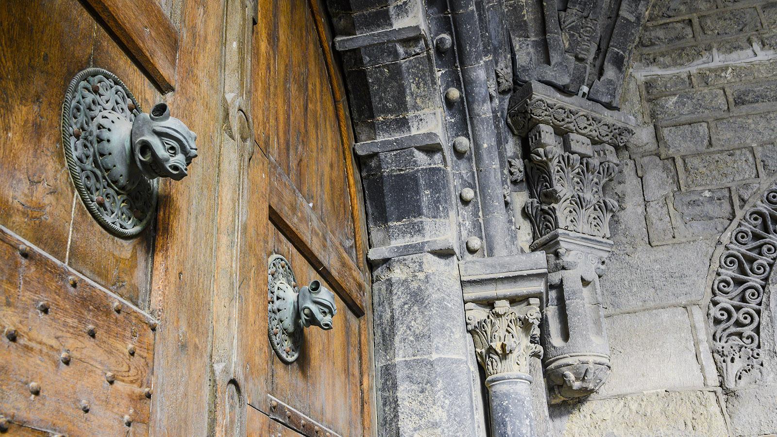Seitliches Tour der Kathedrale von Le Puy-en-Velay. Foto: Hilke Maunder